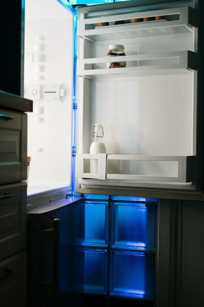 how-to-clean-a-refrigerator-that-smells